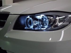 BMW 3シリーズのヘッドライト
