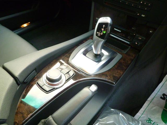 525iハイラインパッケージ 後期モデル 電子シフト ブラックレザー ワンオーナー車両画像11