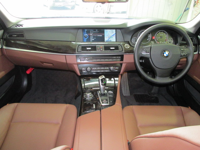 528iBEAMコンプリートカー ブラウンレザー サンルーフ ソフトクローズ車両画像10