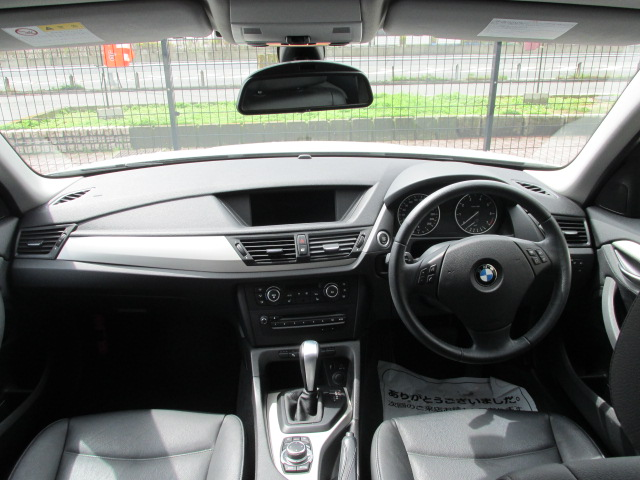 X1 sDrive 18i パノラマサンルーフ ブラックレザー車両画像11