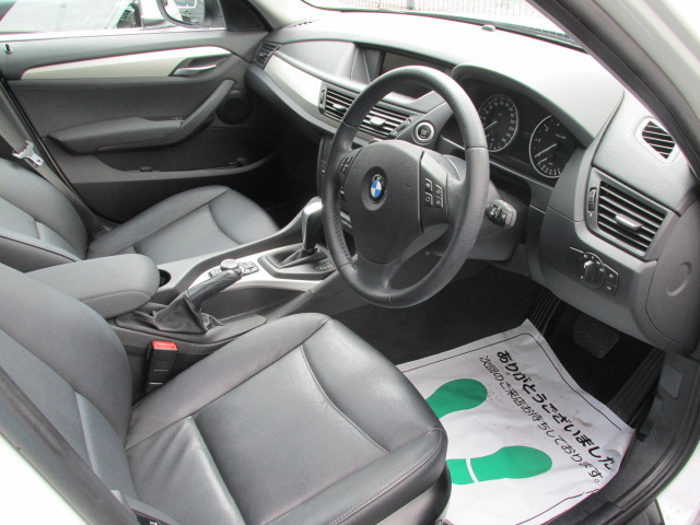 X1 sDrive 18i パノラマサンルーフ ブラックレザー車両画像13