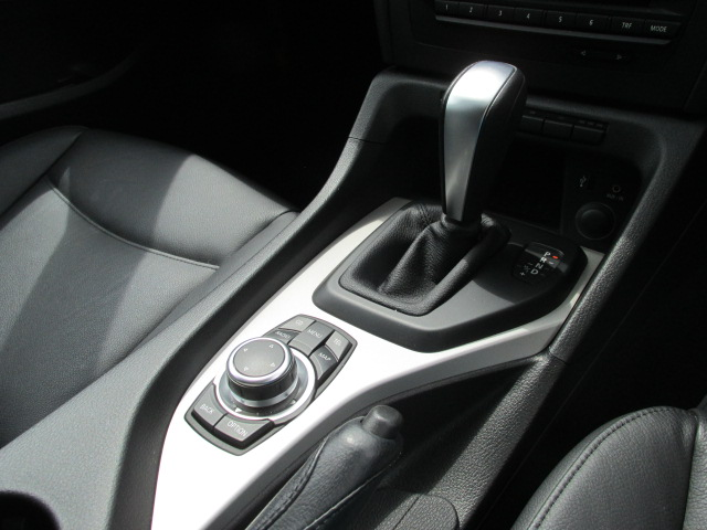 X1 sDrive 18i パノラマサンルーフ ブラックレザー車両画像12