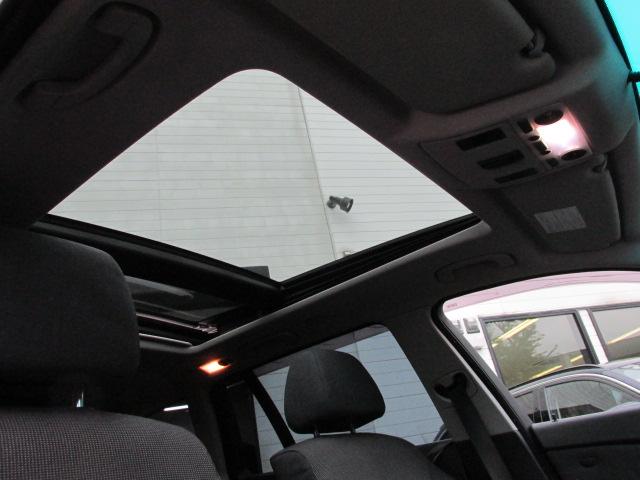 525iツーリング パノラマサンルーフ Mスポーツフルエアロ 19インチAW ローダウン車両画像10
