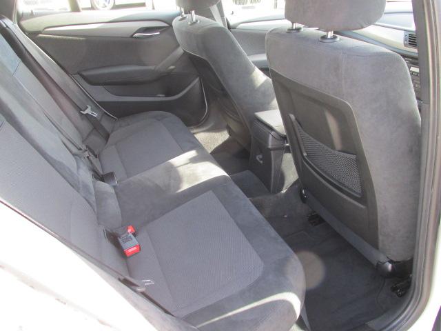 X1 sDrive 18i Mスポーツパッケージ コンフォートアクセス パールホワイト車両画像11