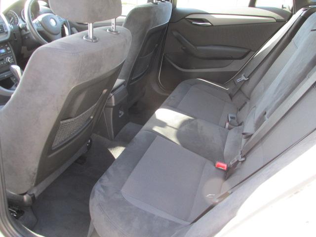 X1 sDrive 18i Mスポーツパッケージ コンフォートアクセス パールホワイト車両画像13