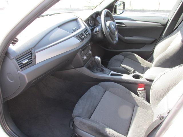 X1 sDrive 18i Mスポーツパッケージ コンフォートアクセス パールホワイト車両画像12
