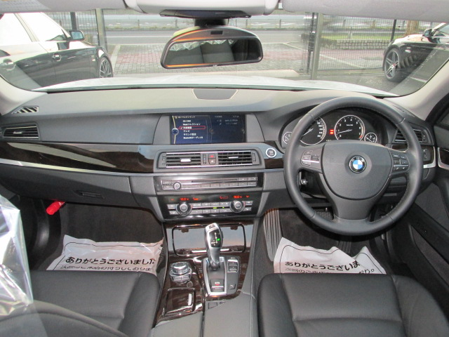 528i ワンオーナー ブラックレザー オプション18インチアルミ 地デジ 右ハンドル車両画像10