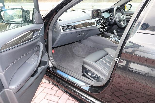 523d Mスポーツ デビューパッケージ ブラックレザー ソフトクローズドア HUD車両画像12