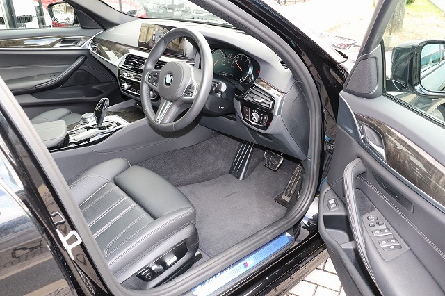 523d Mスポーツ デビューパッケージ ブラックレザー ソフトクローズドア HUD車両画像10