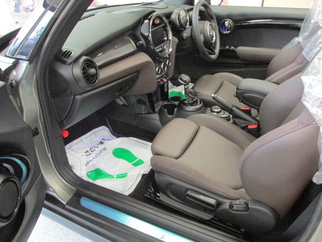 MINI クーパーSコンバーチブル 茶革 ワンオーナー ユアーズ幌 スマートキー アクティブクルーズ車両画像12