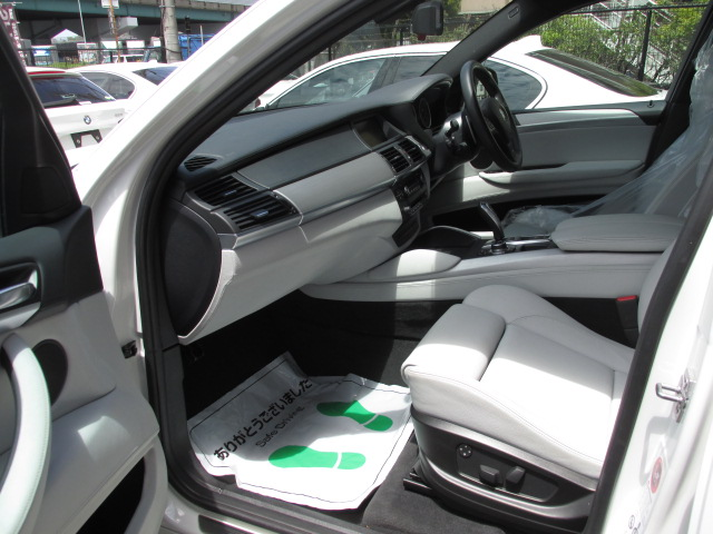 X6 M ホワイトレザー パワーゲート  アラウンドビューカメラ ソフトクローズドア車両画像13