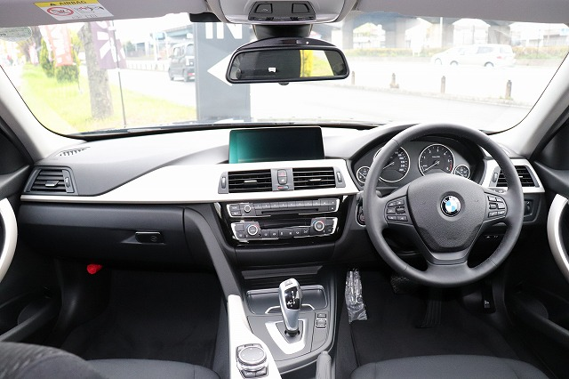 320d 後期モデル ワンオーナー 追従クルーズ  LEDヘッド&フォグ車両画像10