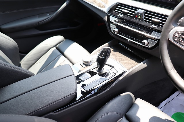 530e Mスポーツアイパフォーマンス ブラックレザー BMWメーカー保証車両画像14