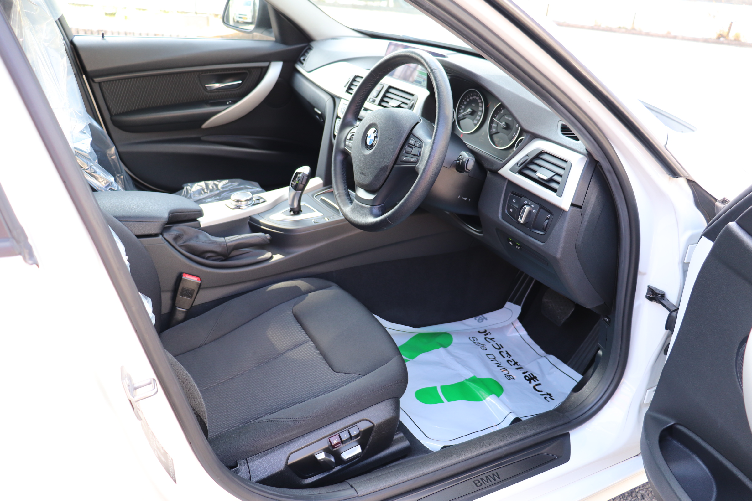 320i LCI 後期モデル LEDヘッドライト&フォグライト 追従クルコン 衝突軽減ブレーキ車両画像11