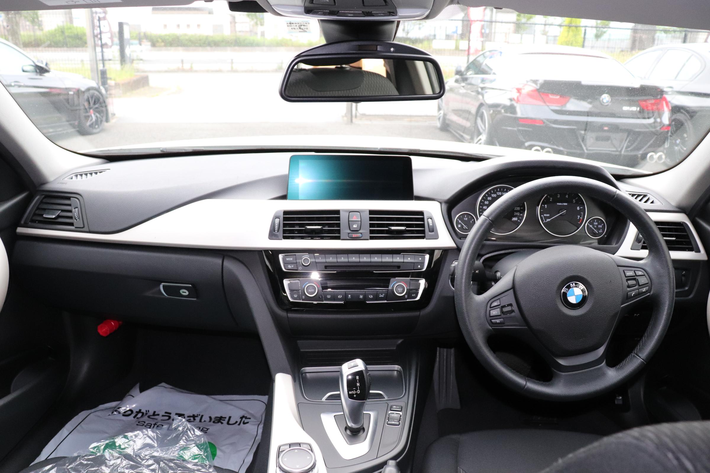 320i LCI BEAMコンプリートカー LEDヘッドライト インテリジェントセーフティー 車両画像10