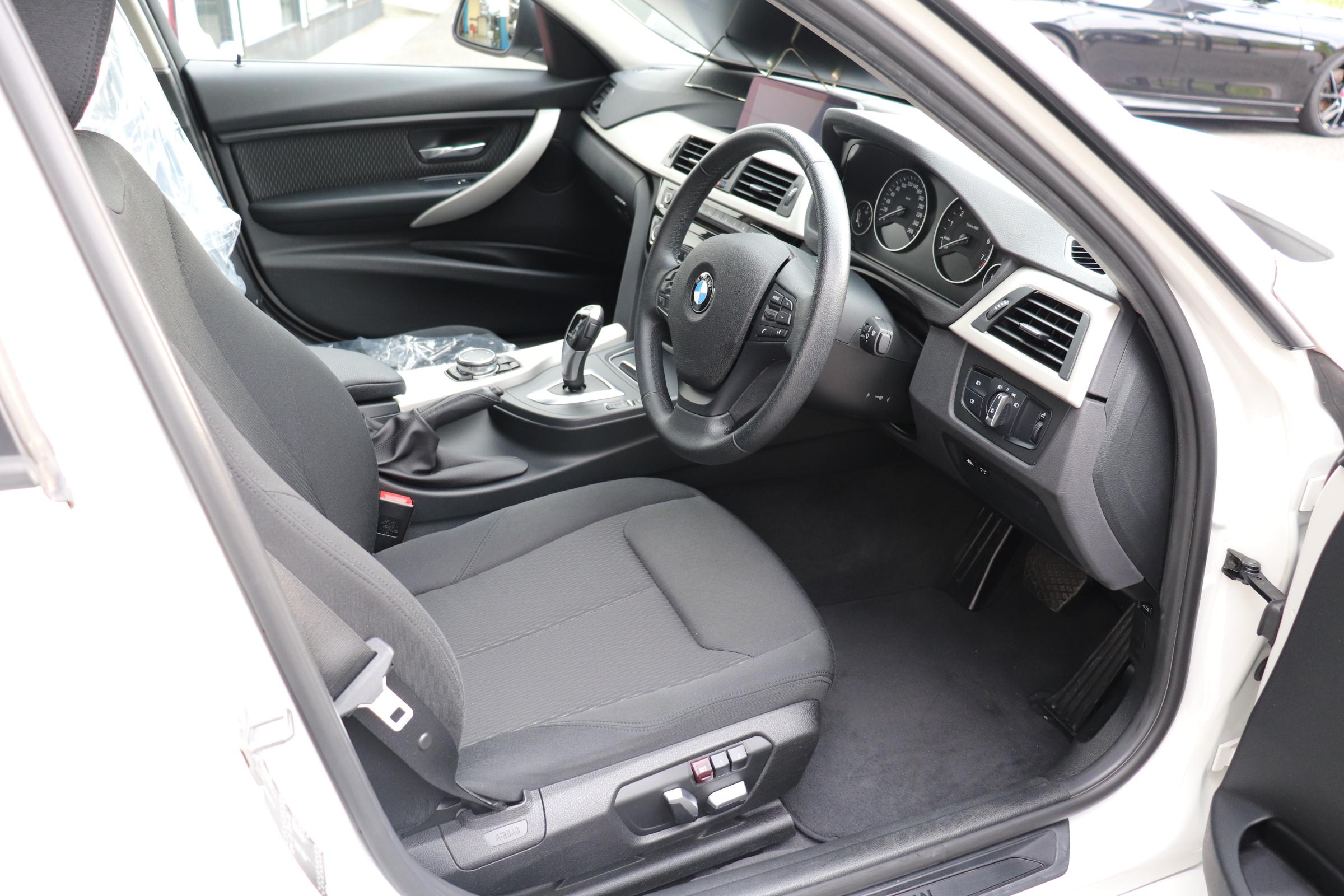 320i LCI BEAMコンプリートカー LEDヘッドライト インテリジェントセーフティー 車両画像11
