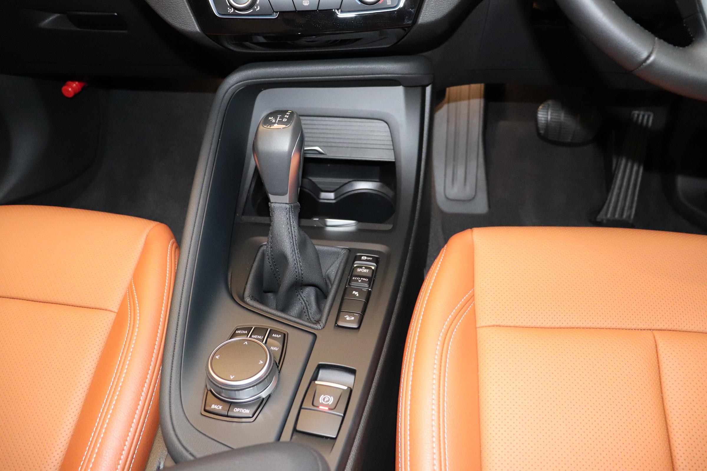 X1  xDrive18d コンフォートA ブラウンレザー 全席シートヒーター車両画像09
