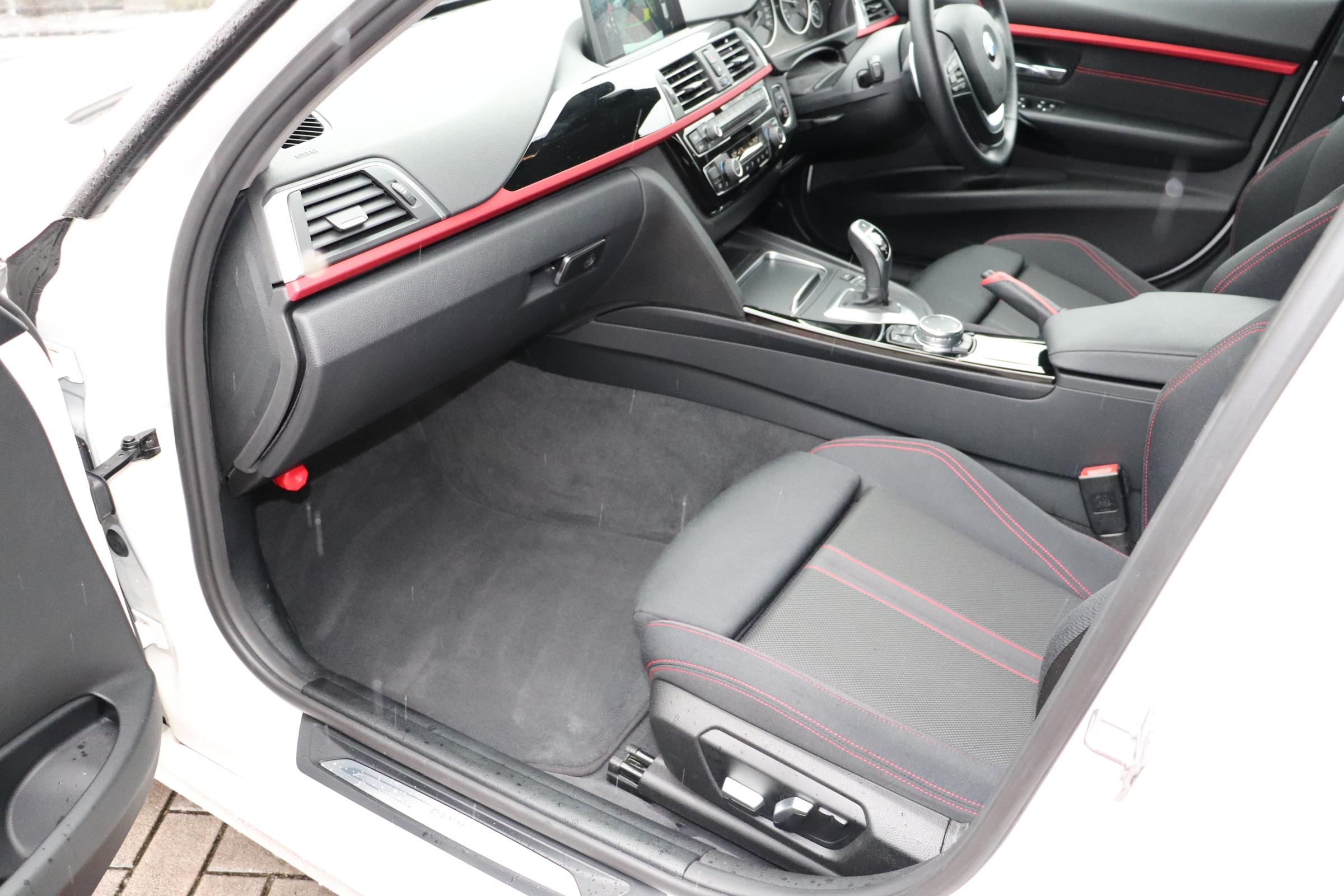 320d LCI スポーツ  BEAMコンプリートカー パドルシフト ブラックグリル オートリアゲート車両画像13