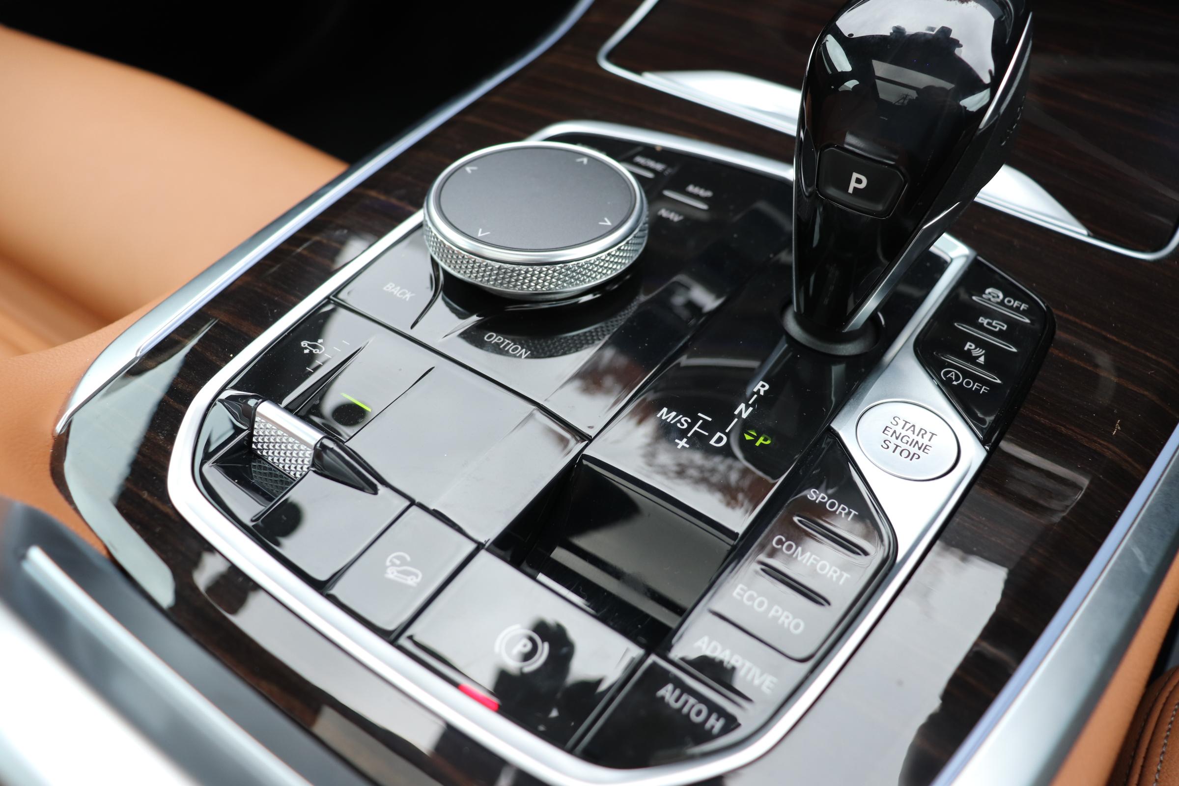 X5 xDrive 35d Mスポーツ ドライビングダイナミクスパッケージ エアサス サンルーフ 21インチAW車両画像13