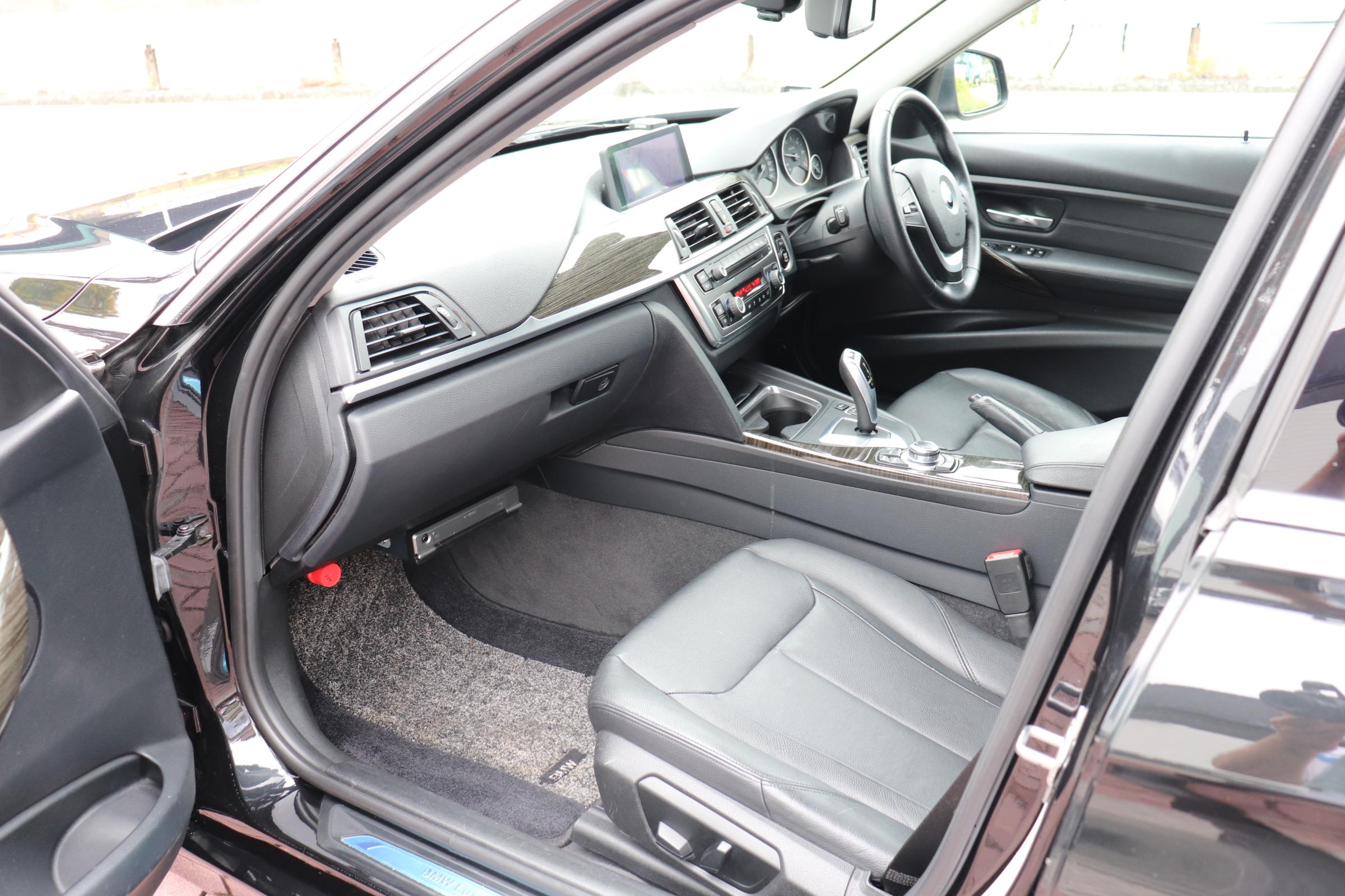 320dツーリングラグジュアリー ブラックレザー 4シリーズラグジュアリー用18インチAW車両画像13