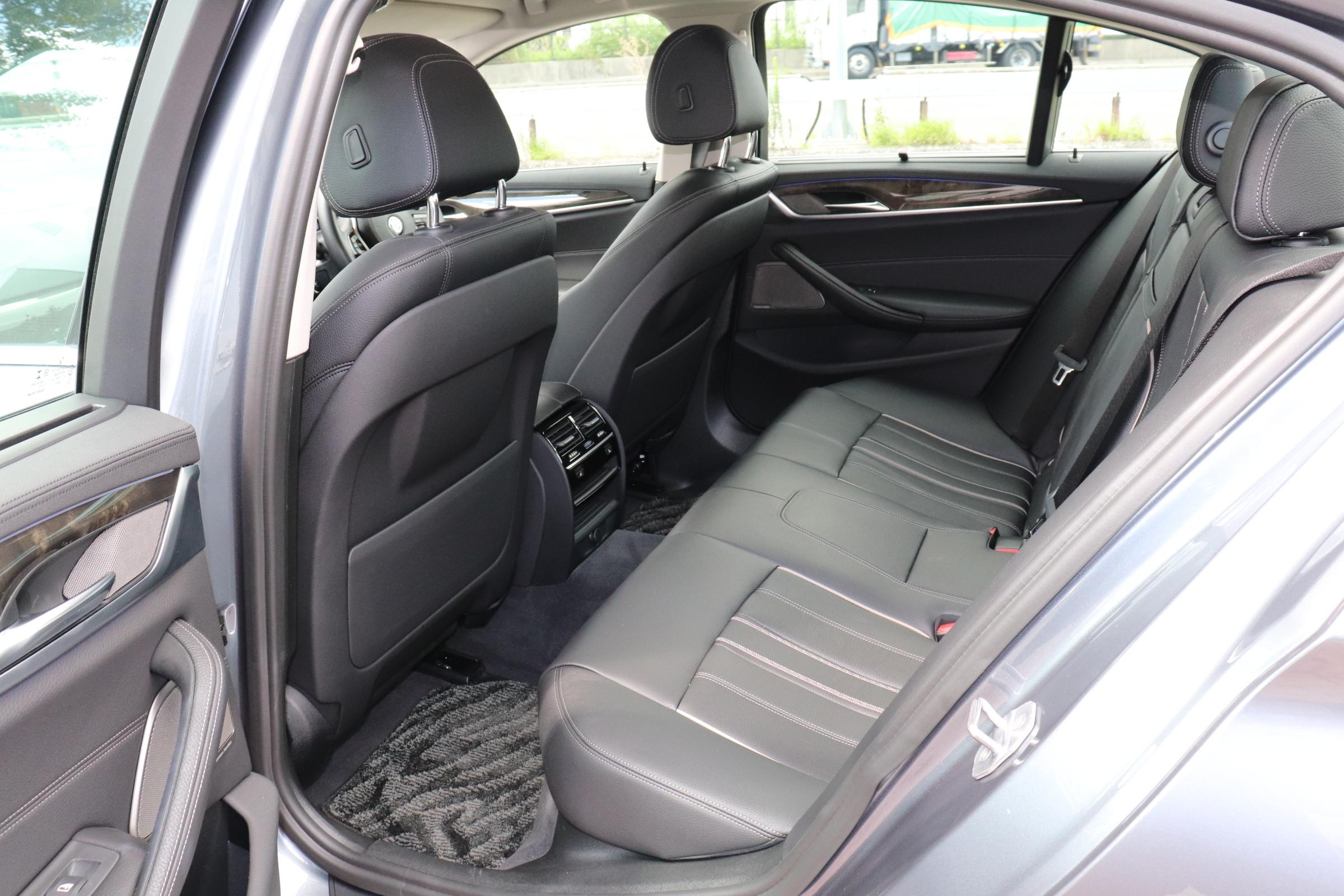 530iラグジュアリーBEAMコンプリートカー 黒革 ハーマンカードン車両画像14