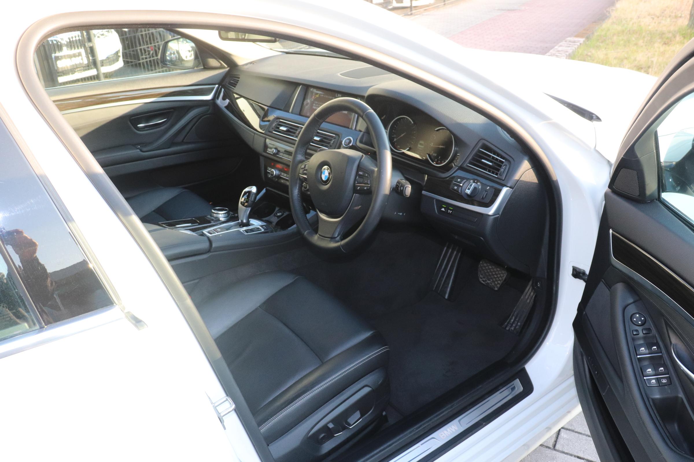528i ラグジュアリー BEAMコンプリートカー ブラックレザーシート 2000ccターボ車両画像09