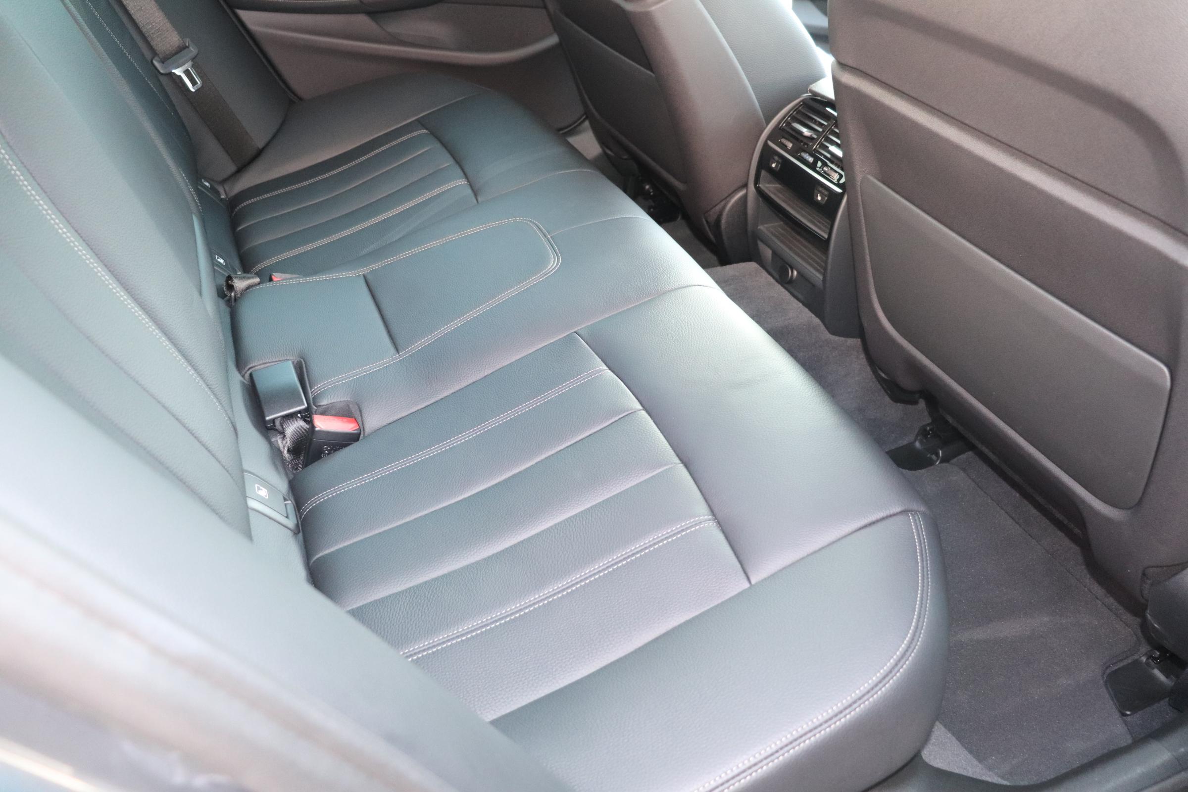 530i Mスポーツ ブラックレザー コンフォート&イノベーションパッケージ車両画像12