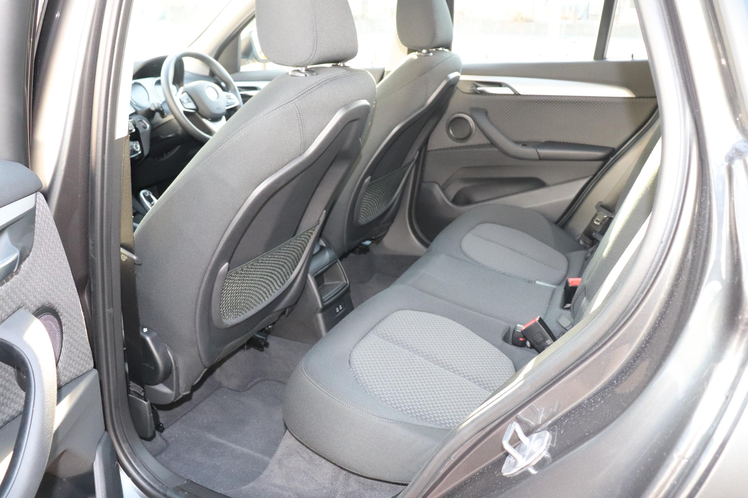 X1 xDrive 18d インテリジェントセーフティー バックカメラ アンビエントライト車両画像11