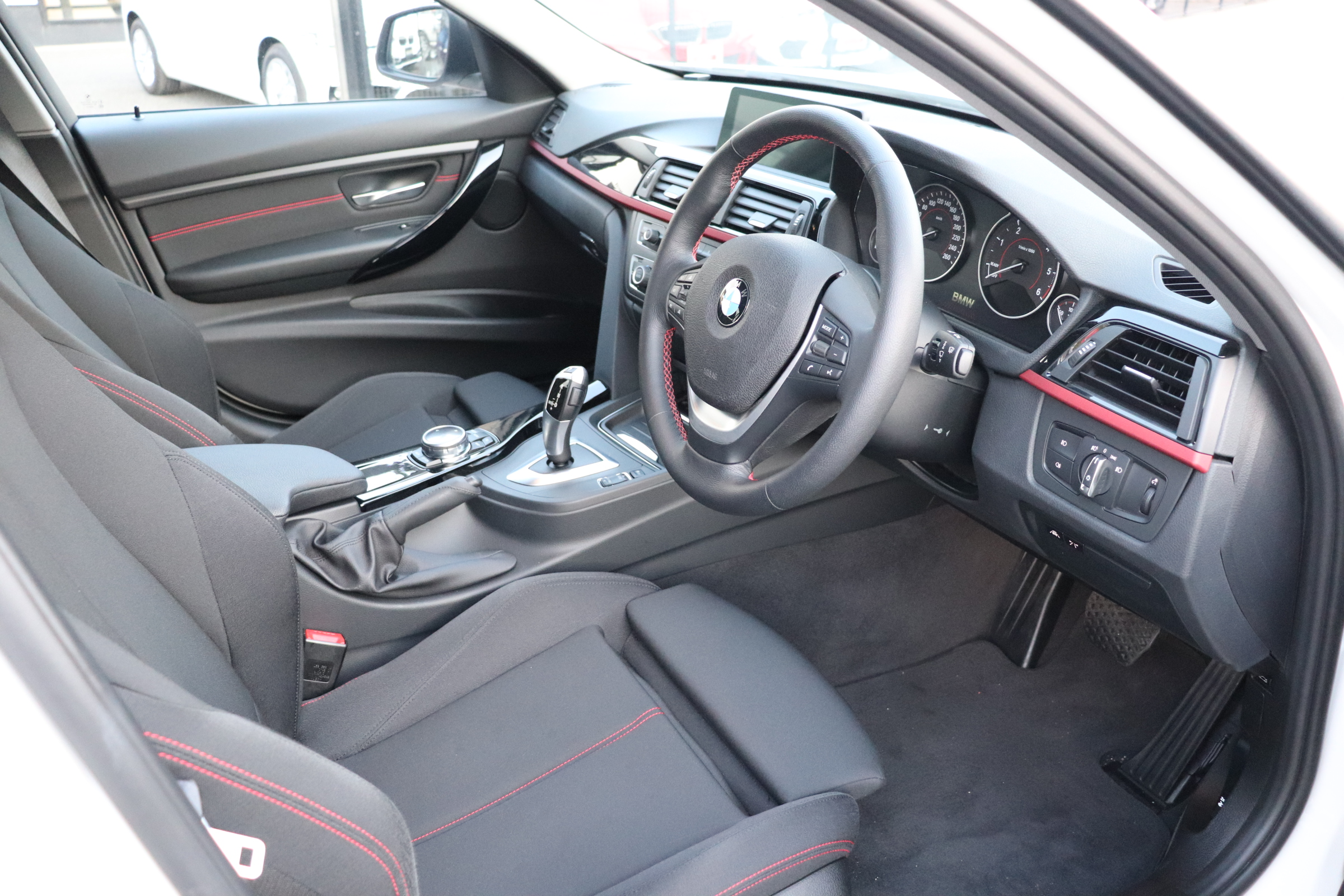 320d ツーリング スポーツ ヘッドアップディスプレイ アクティブクルーズコントロール車両画像09
