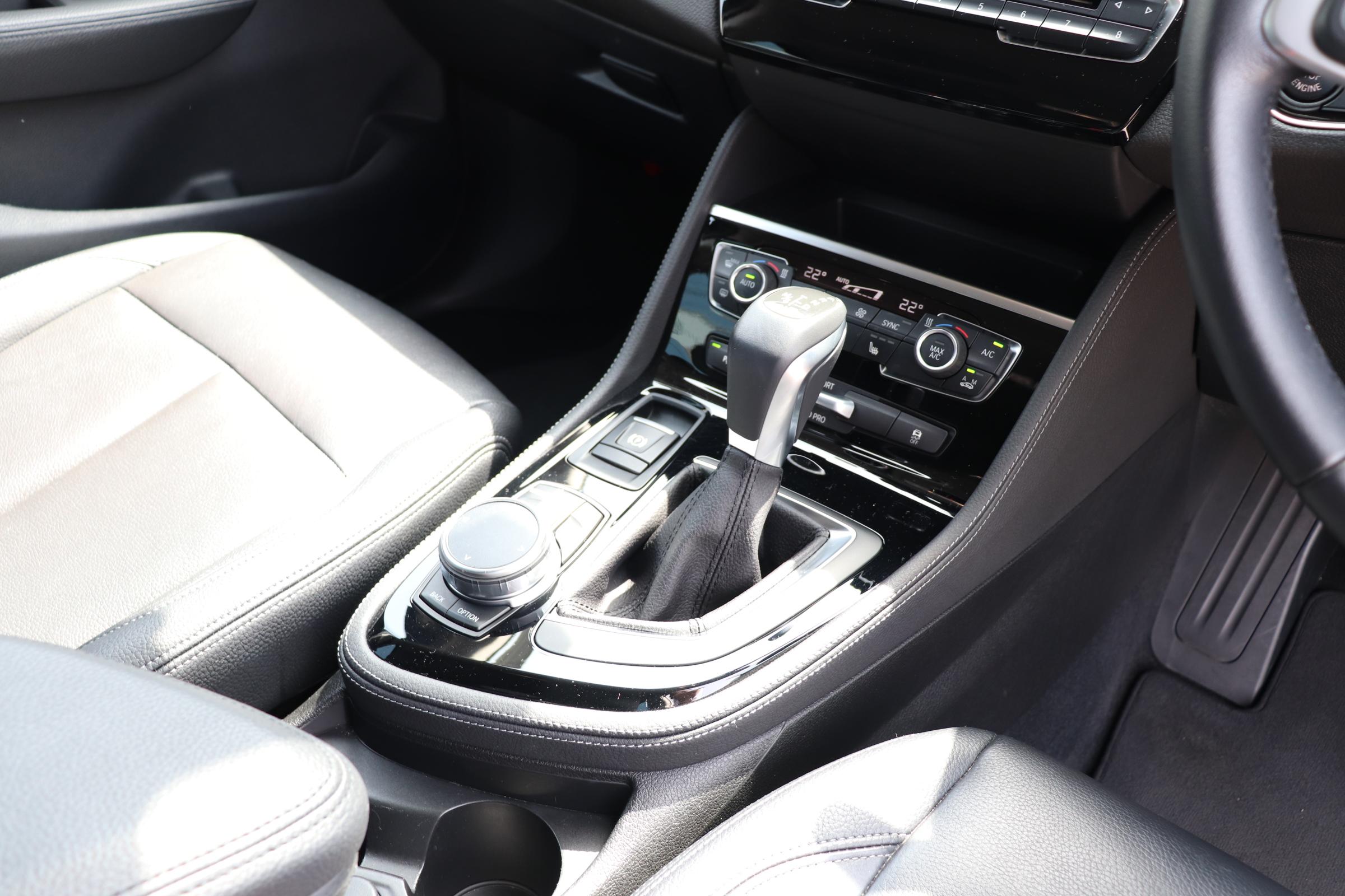 218dアクティブツアラー ラグジュアリー ブラックレザーシート シートヒーター車両画像11