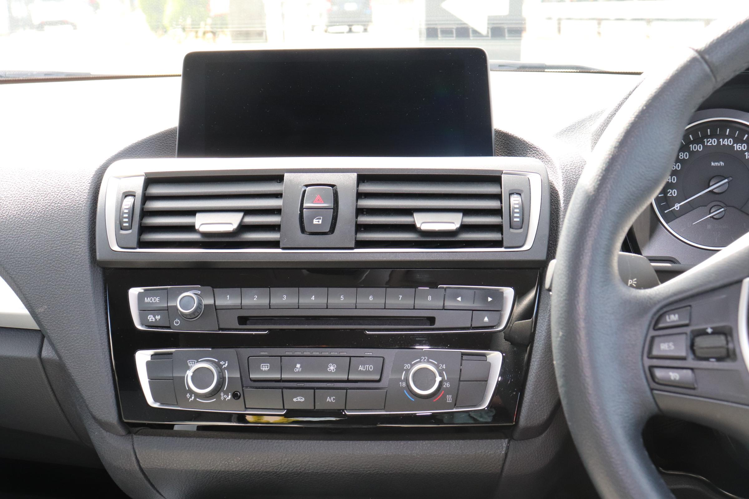 118d スタイル ハーフレザーシート バックカメラ Bluetooth DVDミュージックサーバー車両画像11