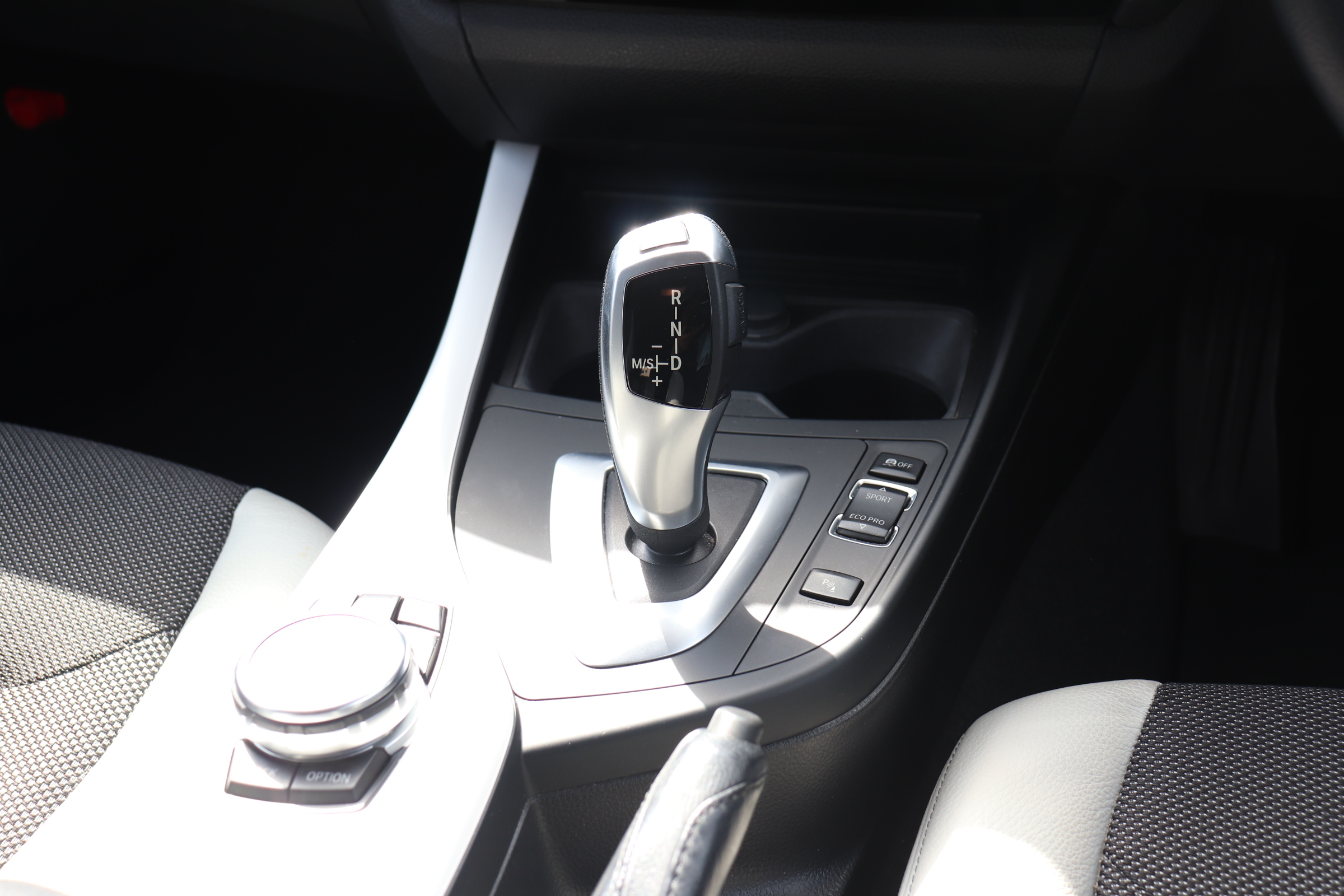 118d スタイル ハーフレザーシート バックカメラ Bluetooth DVDミュージックサーバー車両画像10