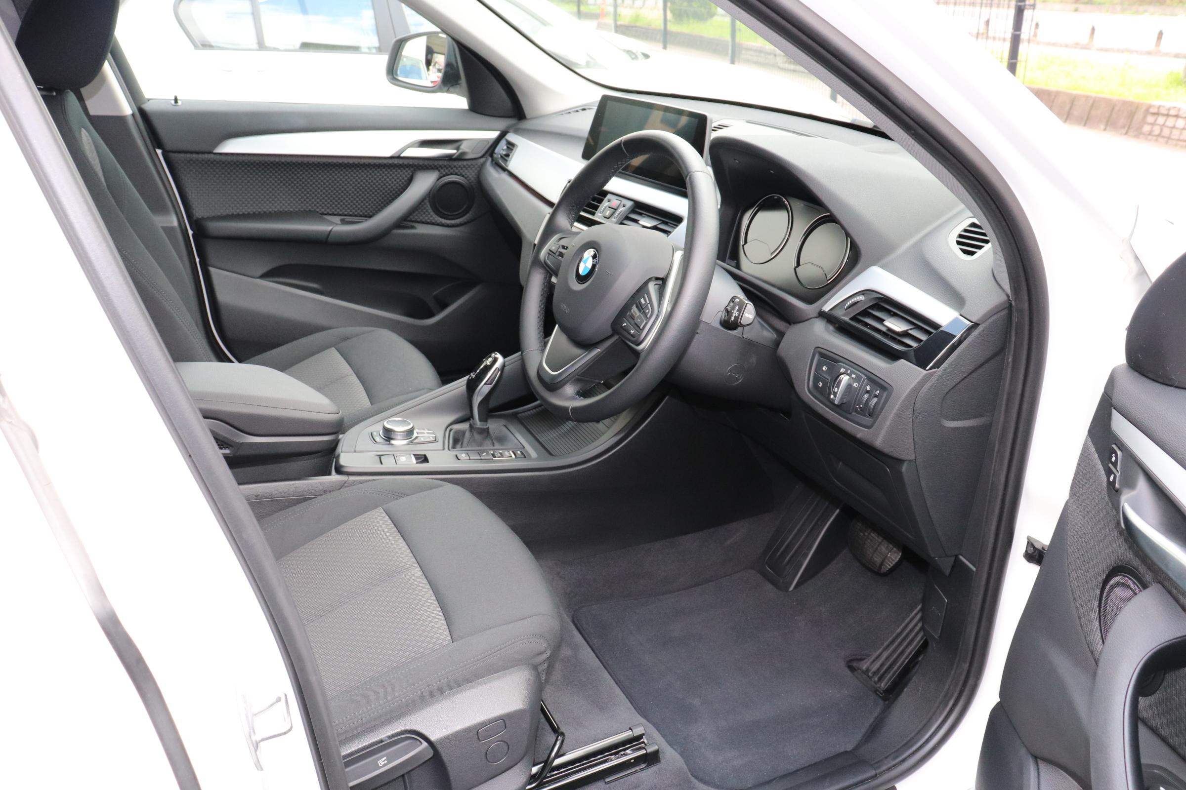 X1 xDrive 18d 後期モデル コンフォートアクセス インテリセーフ車両画像11