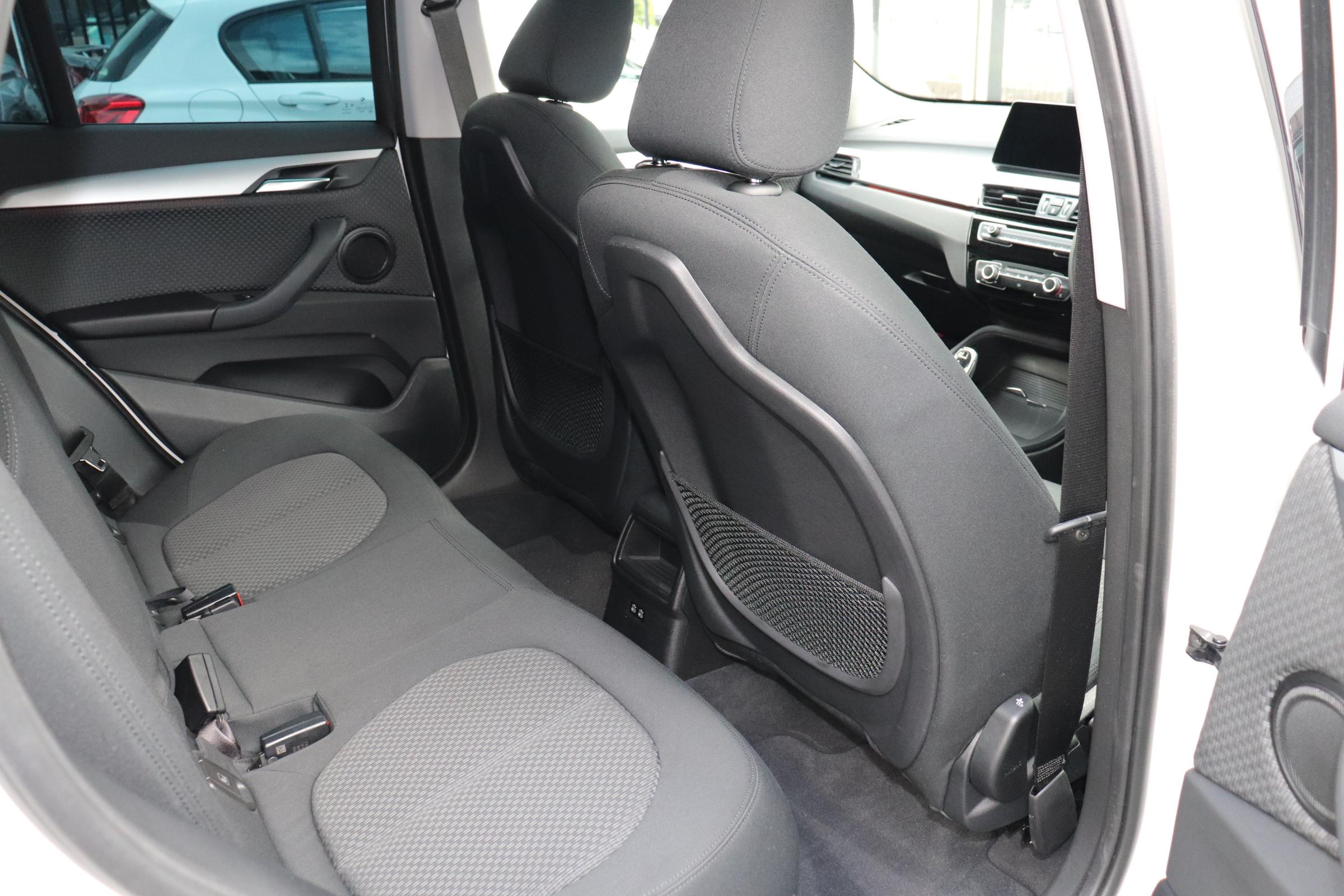 X1 xDrive 18d 後期モデル コンフォートアクセス インテリセーフ車両画像12