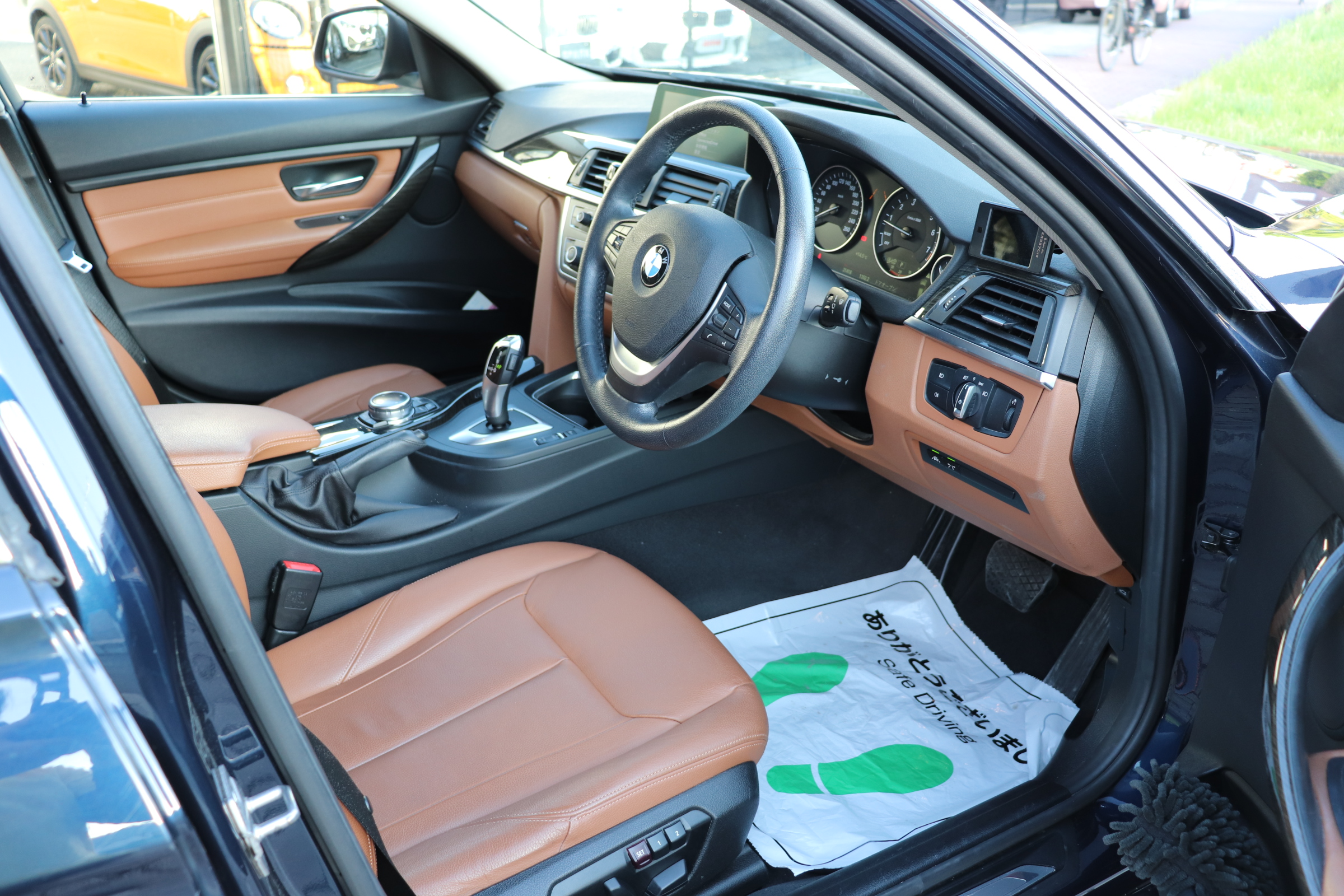 320iツーリング ラグジュアリー BEAMコンプリートカー ACC ブラウンレザーシート車両画像10