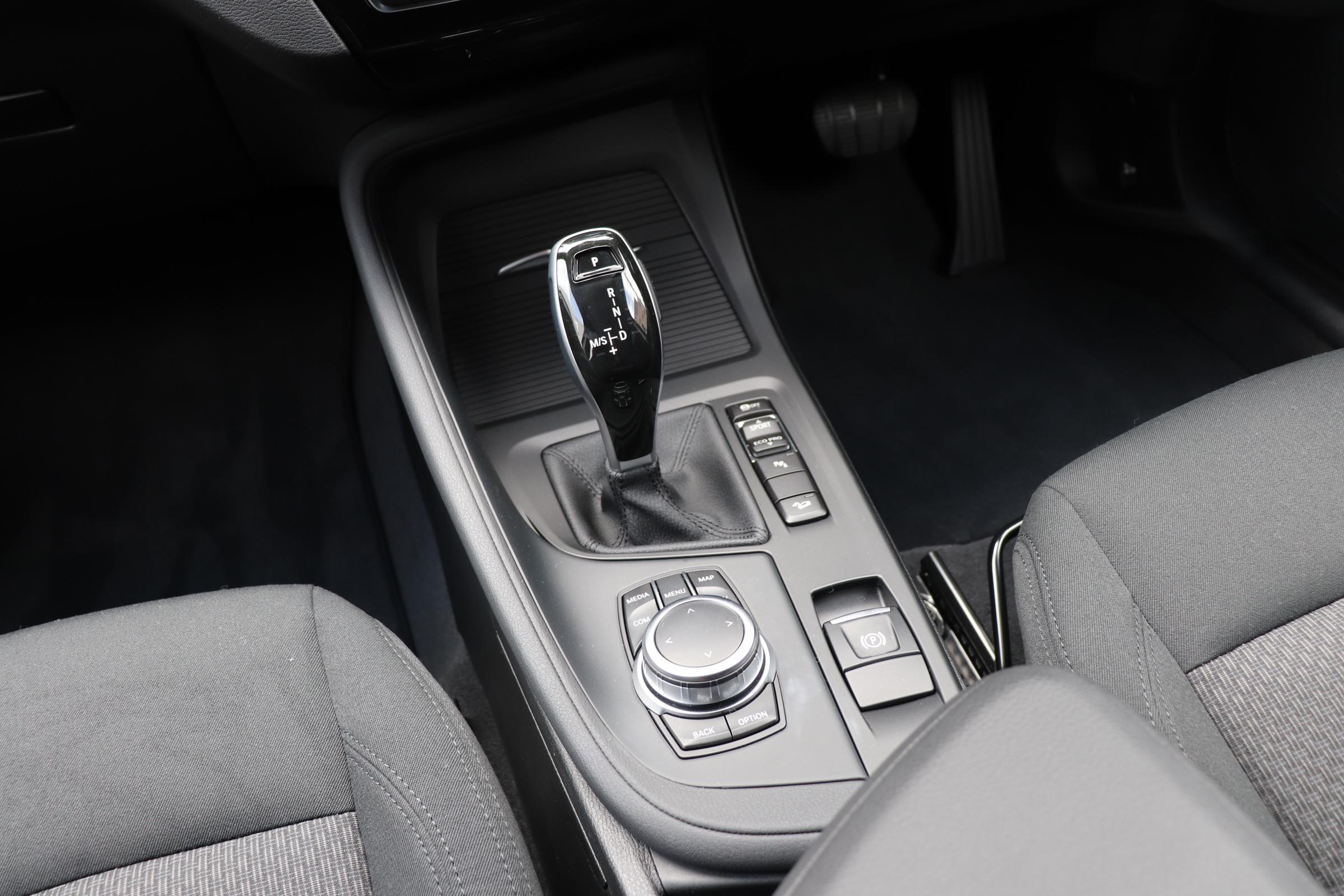 X1 xDrive 18d 後期モデル コンフォートアクセス インテリセーフ車両画像15