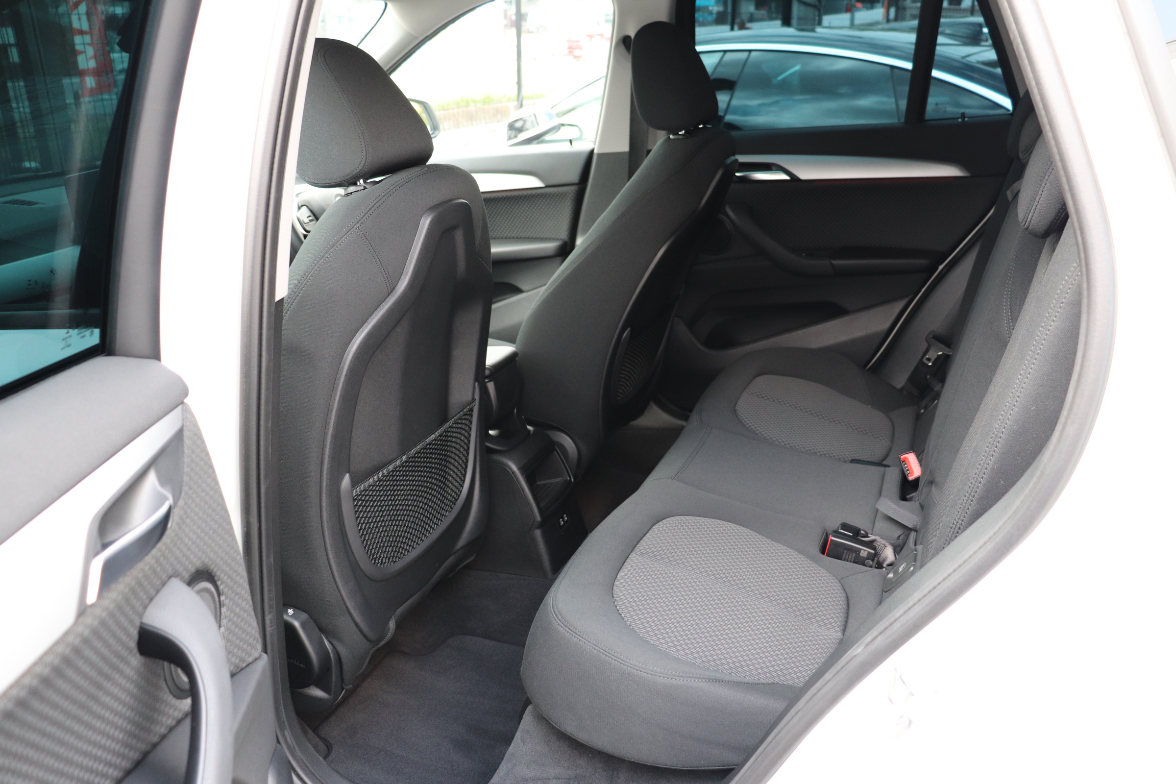 X1 xDrive 18d 後期モデル コンフォートアクセス インテリセーフ車両画像14