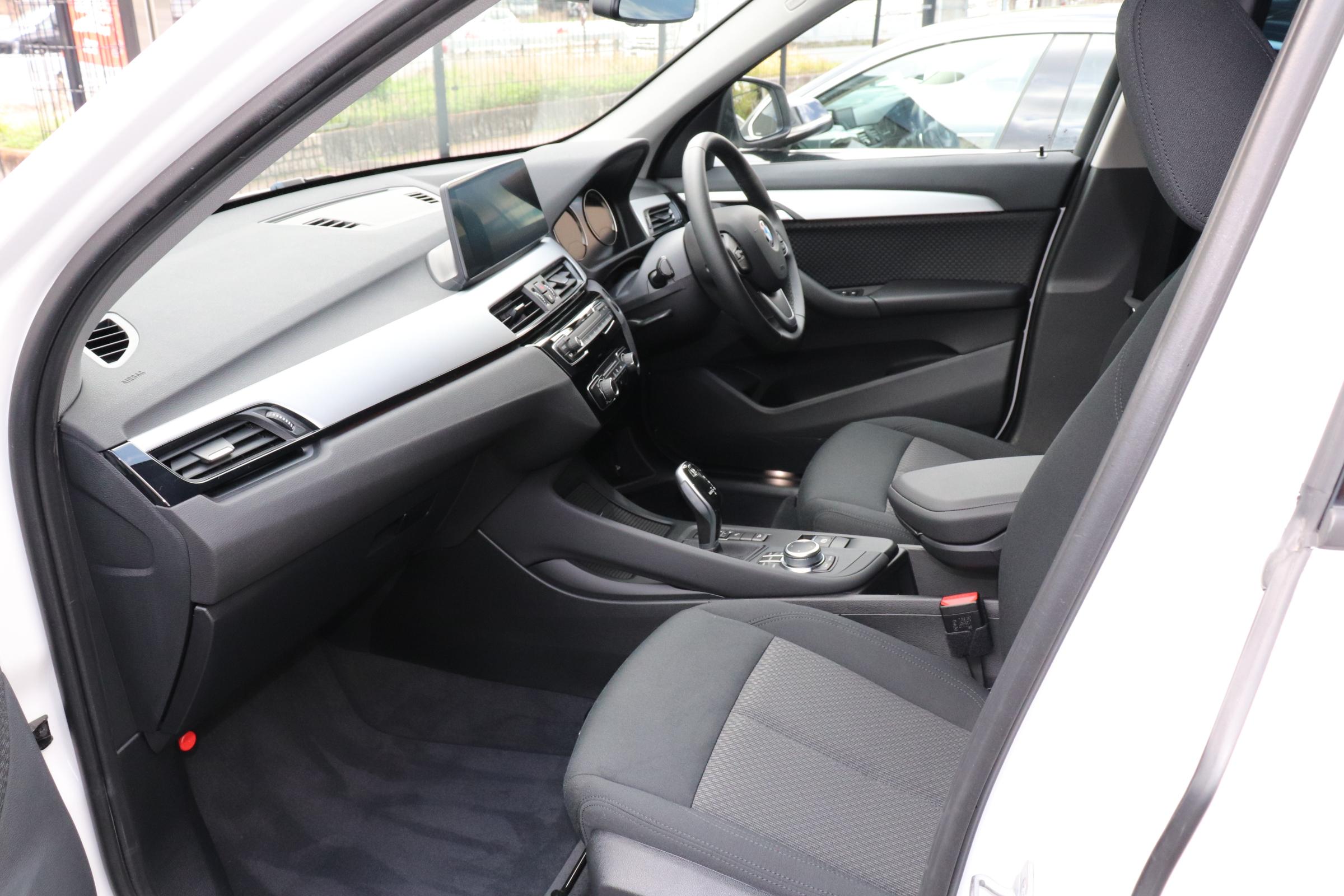 X1 xDrive 18d 後期モデル コンフォートアクセス インテリセーフ車両画像13