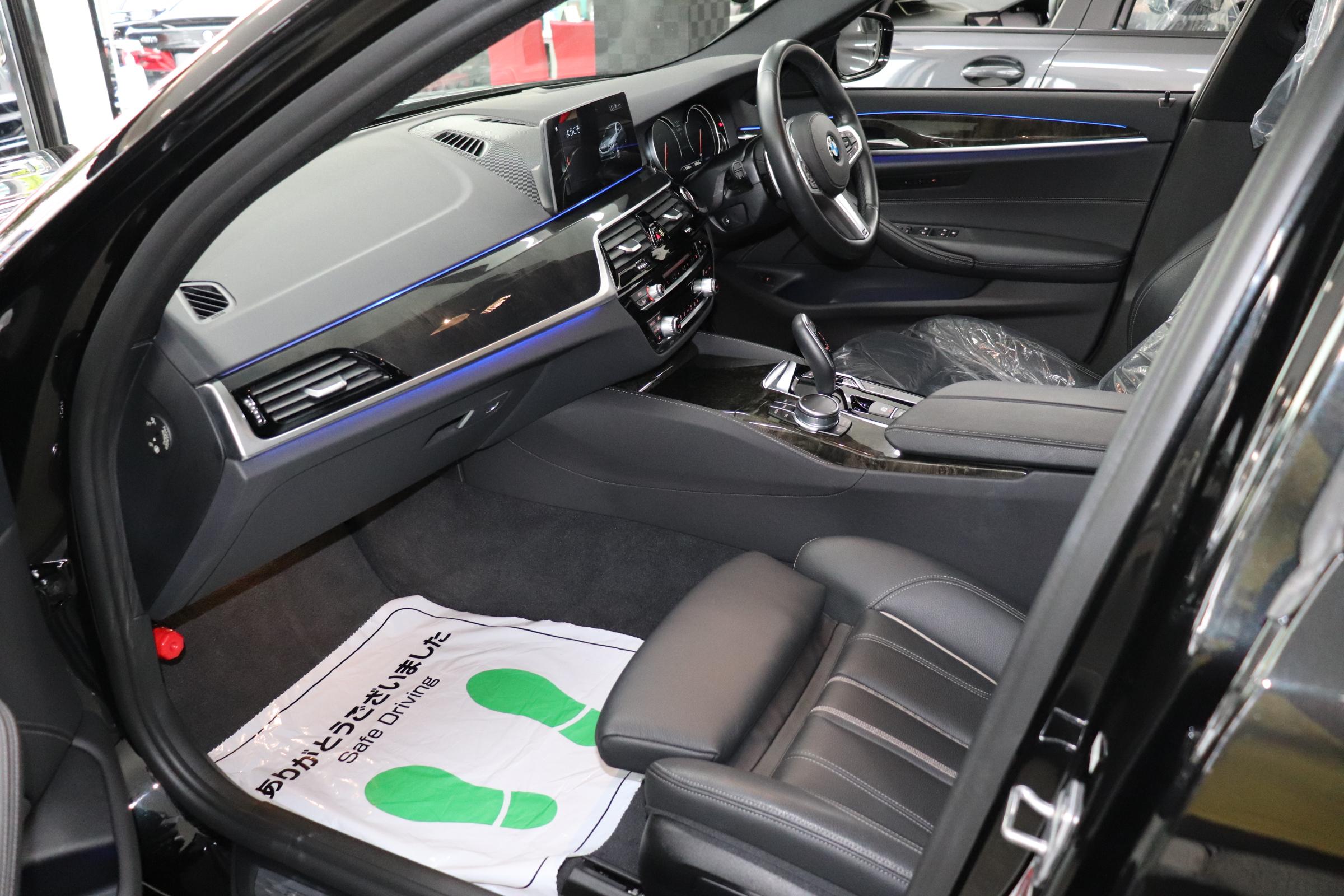 530i Mスポーツ ブラックレザー ヘッドアップディスプレイ ワイヤレス充電車両画像13