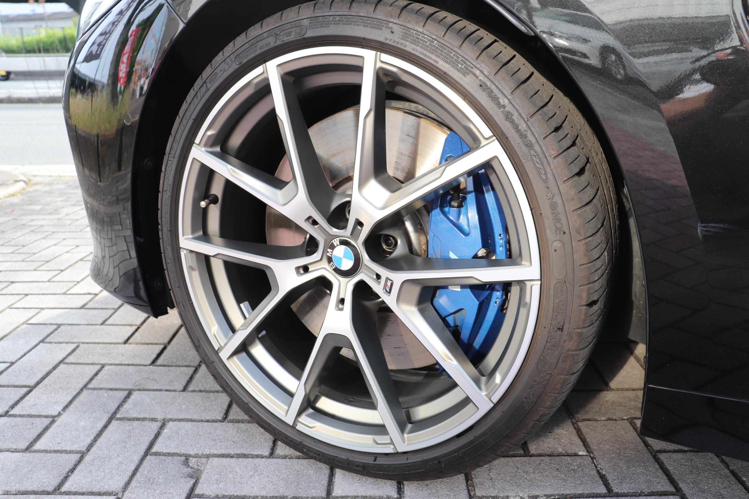 M850i xDrive クーペ カーボンルーフ バイカラーインテリア レーザーライト車両画像10