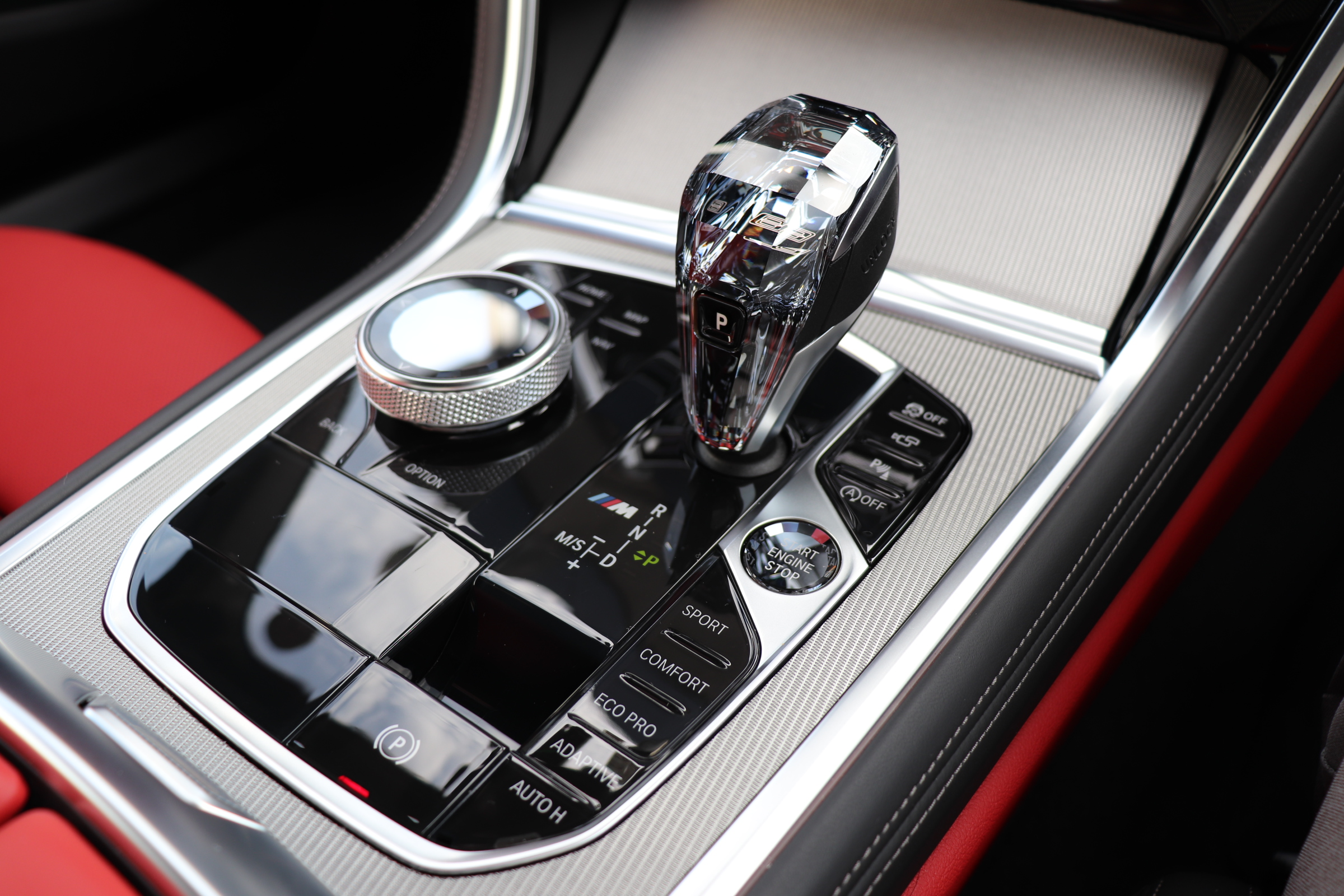 M850i xDrive クーペ カーボンルーフ バイカラーインテリア レーザーライト車両画像15