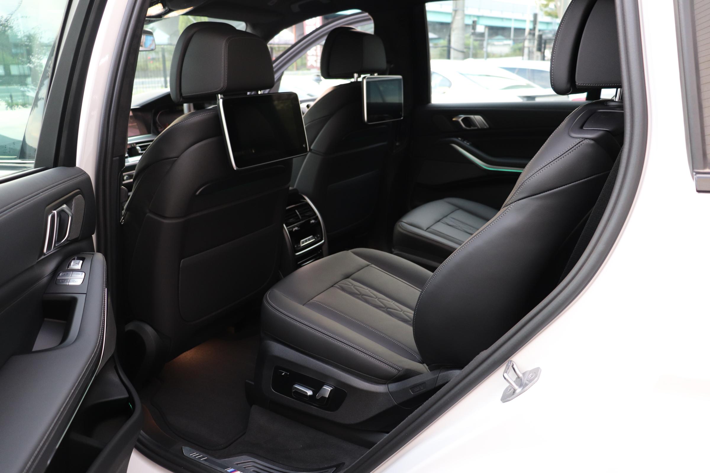 X7 xDrive35d Mスポーツ ウェルネスP スカイラウンジSR リアエンタメ車両画像13