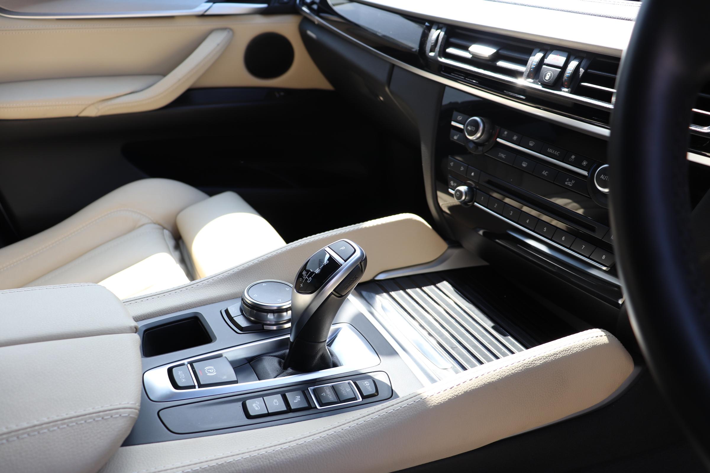 X6 xDrive35i Mスポーツ サンルーフ ヘッドアップディスプレイ パワーバックドア車両画像11